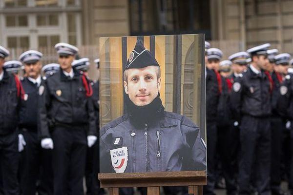 """Champs-Elysées: Fekl saisit la justice après des commentaires """"ignobles"""" visant le policier"""