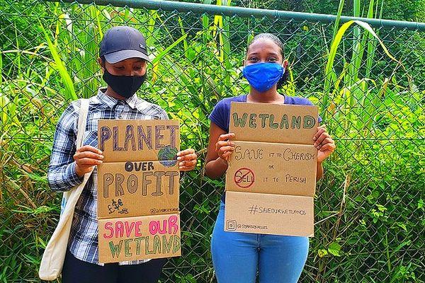 Manif contre le projet d'un hôtel à Anse La Mouche Seychelles 13 février 2021