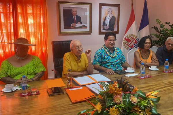 Gaston Flosse réclame la souveraineté de la Polynésie