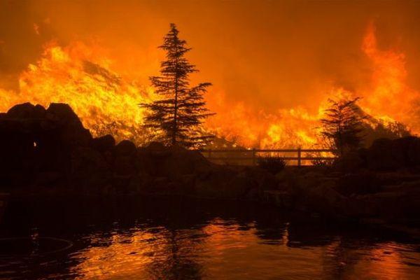 Californie : des centaines d'évacuations à la suite d'un incendie