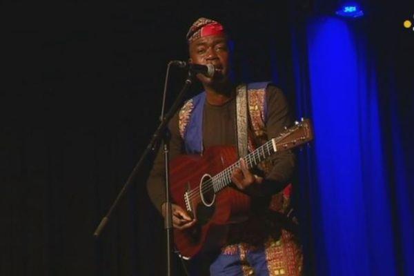 Amadou Sanfo emmène le public saint-pierrais à la découverte de l'Afrique de l'Ouest