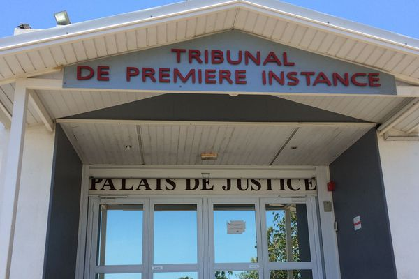 Tribunal. Palais de justice.
