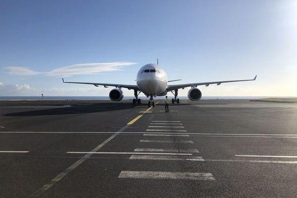 coronavirus avion tarmac aéroport livraison fret masques 090520