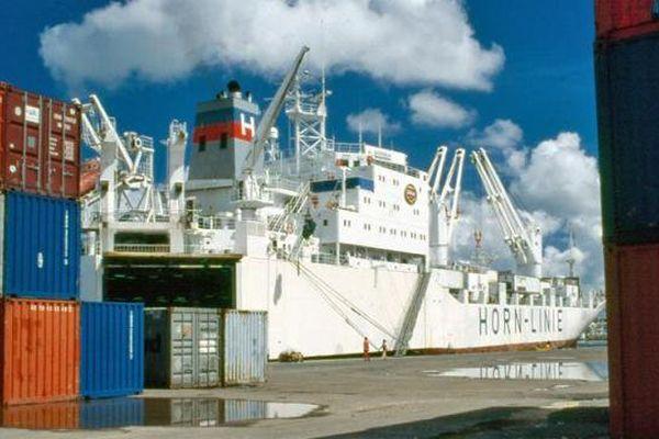 Conteneur sur le port de Jarry