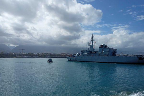 Kévin Escoffier arrive à La Réunion à bord du Nivôse