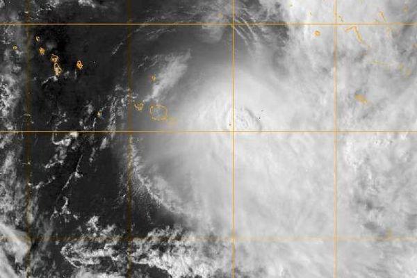 Image visible de NIKO mercredi à 15h (150 km à l'est de Tahiti)