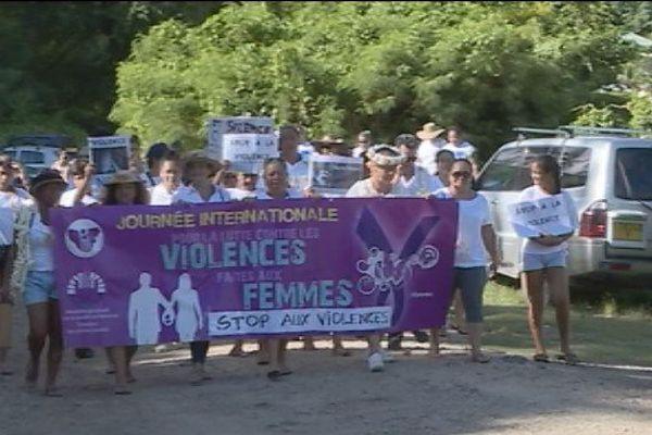 Marche blanche contre la violence à Moorea
