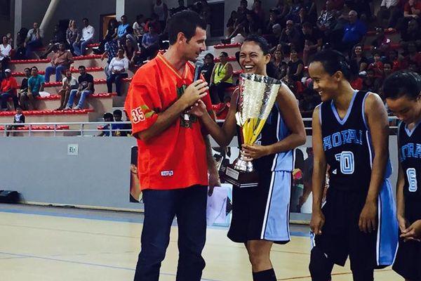 Aorai fait le doublé ! Maea Lextrayt avec le trophée de la Coupe du Pacifique