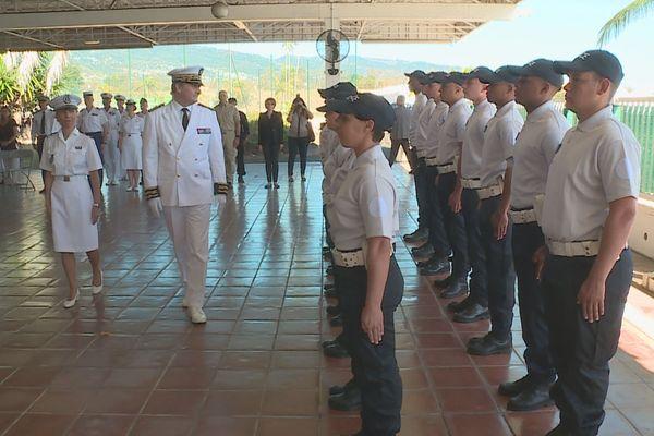 revue des troupes par le nouveau préfet