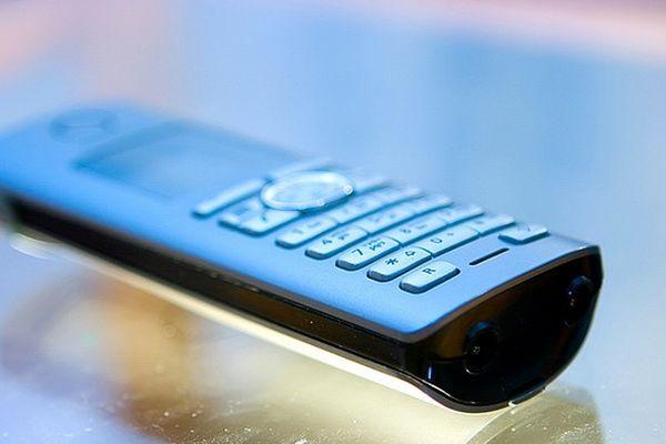 téléphone bleu