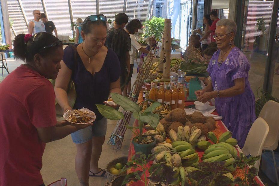 Rencontres et trouvailles exclusives au marché des femmes rurales - Nouvelle-Calédonie la 1ère