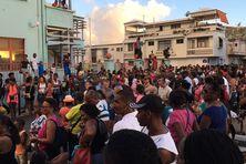 La foule dans la ville de Fort-de-France (Martinique, le 12 février 2017).