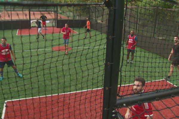 Le club dispose désormais d'un terrain de football synthétique.