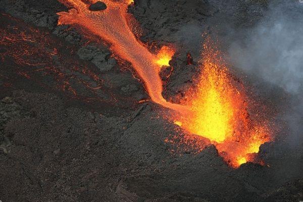 l'éruption du Piton de la Fournaise le 10 avril 2021.