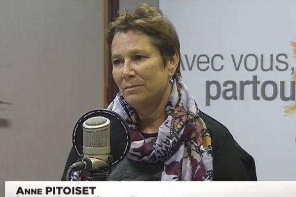 Anne Pitoiset dans les studios d'NC1ère