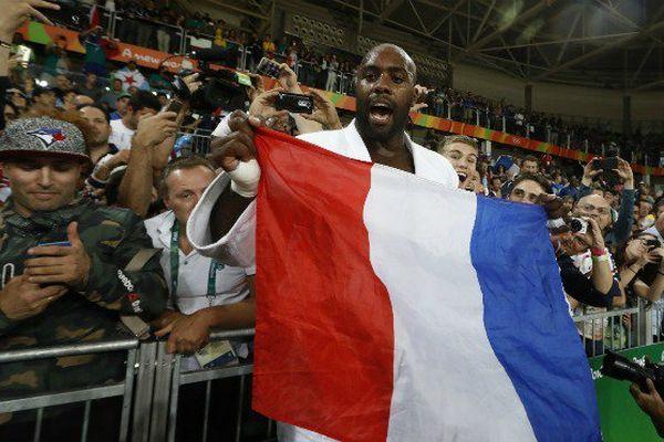 Félicitations, admiration, respect : la victoire du Guadeloupéen Teddy Riner saluée de toutes parts