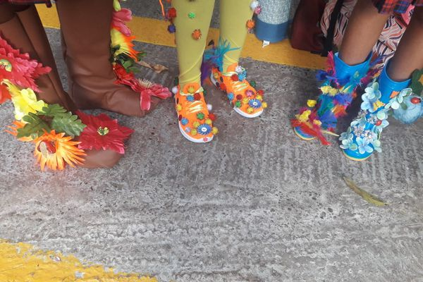 """""""Crazy Shoes Day"""" pompons"""