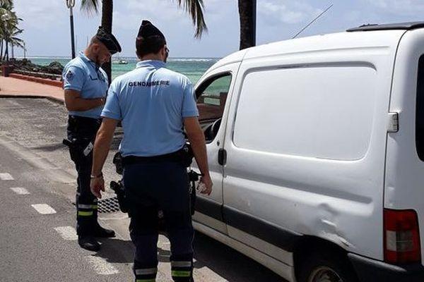 Contrôle routier gendarmes