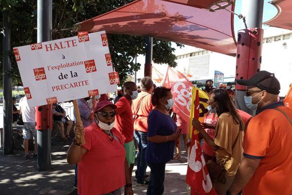 Manque de personnels, fermeture de bureaux : les agents de La Poste en grève à La Réunion