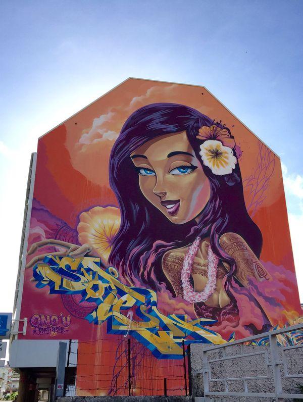 La Vahiné peinte par le danois SOTEN et l'australien SOFLES lors du 1er ONO'U, Papeete immeuble rue Édouard Ahnne