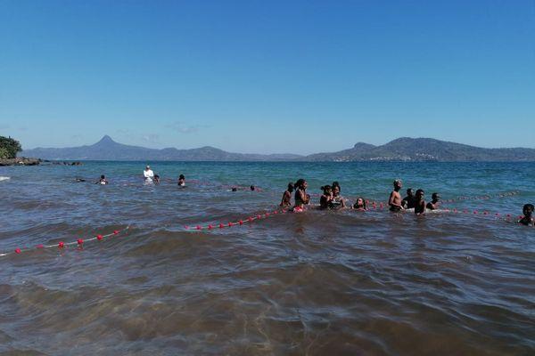 Cours de natation à Mtsanyunyi (Tahiti Plage)