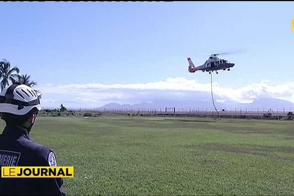 Exercices d'aéro-cordage pour la gendarmerie
