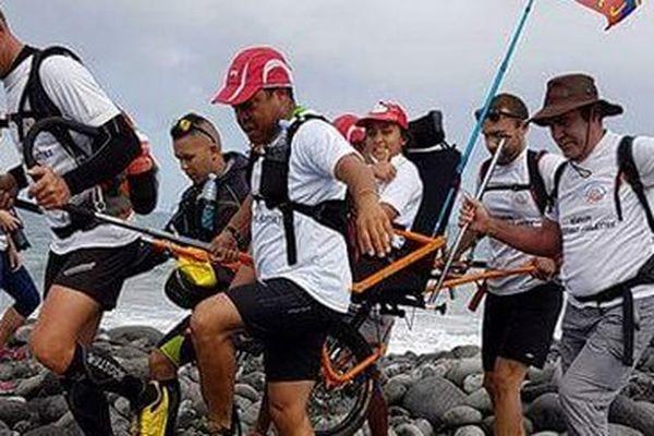 Tour de l'île des handicapables en joelette