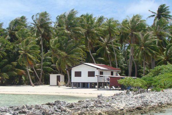 Maison sur pilotis aux Tuamotu