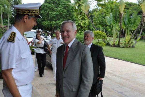 Le secrétaire américain à la Marine reçu par le haut-commissaire