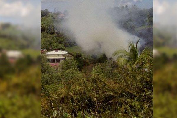 Maison menacée par un feu