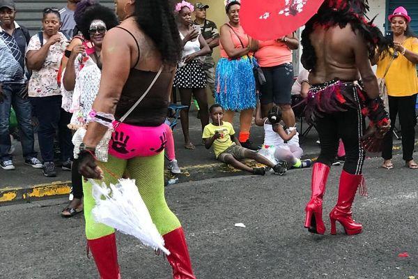 Travestis burlesques