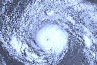image satellite cyclone