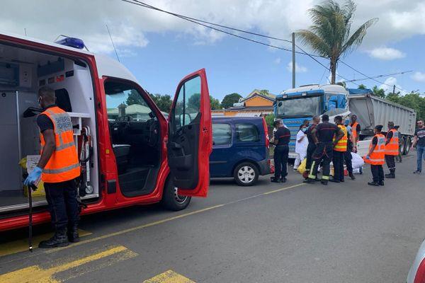 Secours accident de la route Baie-Mahault