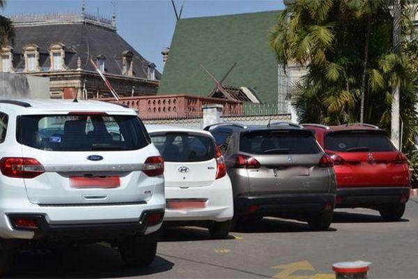 Plaques rouges pour l'administration malgache