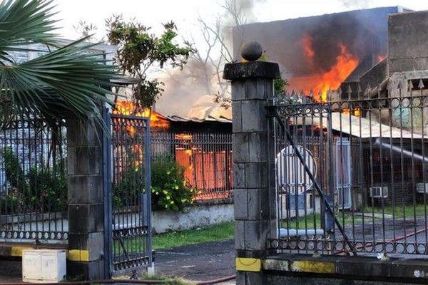 Incendie case créole rue Amiral Lacaze Saint-Denis 180119