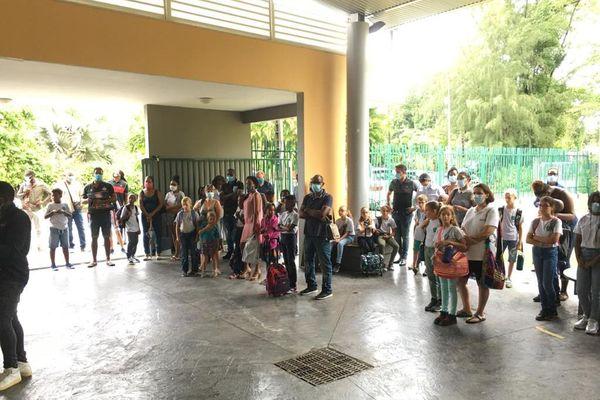 Rentrée à l'école de Montebello, à Petit-Bourg, ce mardi matin