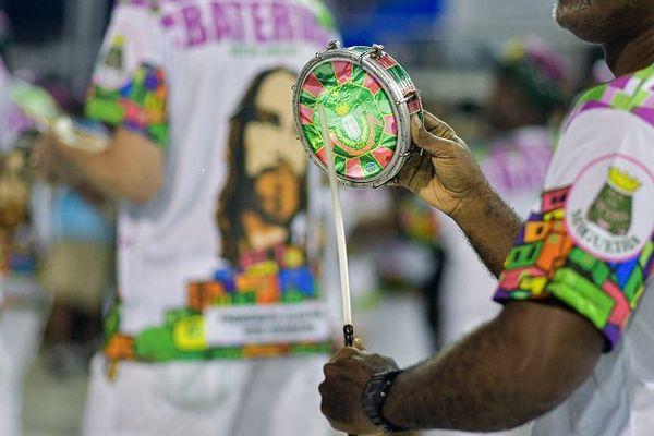 Neymar annonce qu'il n'ira pas au Carnaval de Rio — Vidéo