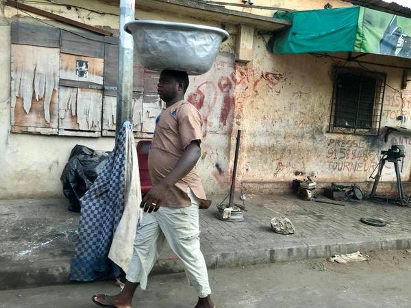 Spirit of Nouméa en Afrique : porteur à Lomé Togo (2017)