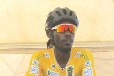 Le maillot jaune Jean-Claude Uwizéyé au départ du contre la montre individuel de Sinnamary