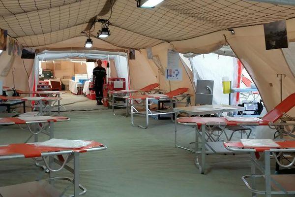 Intérieur hôpital de campagne