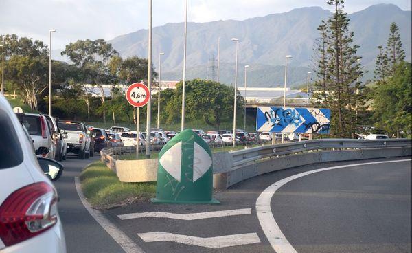 Bouchon / embouteillage pour quitter Nouméa en fin de journée.