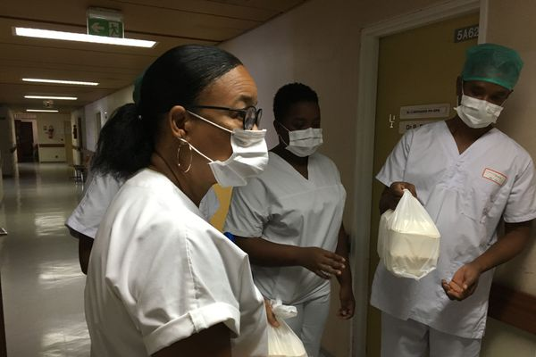 Coronavirus : don de 50 repas au CHUM