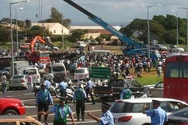 Nouveau drame à l'île Maurice : 10 morts dans un accident de bus !