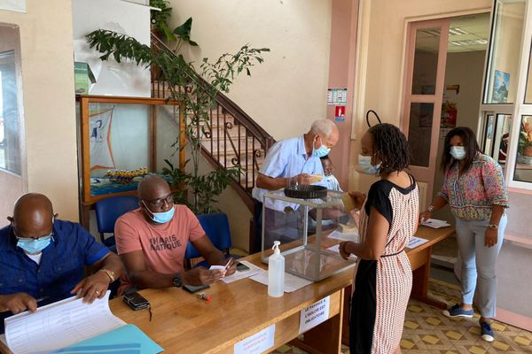 Bureau de vote au Robert