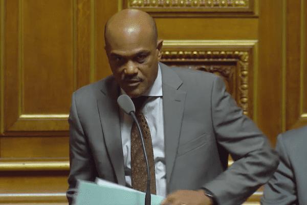 le Sénateur Dominique Théophile interpelle le Gouvernement