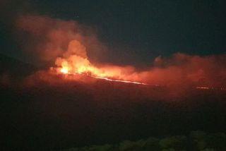 volcan éruption avril-mai de nuit
