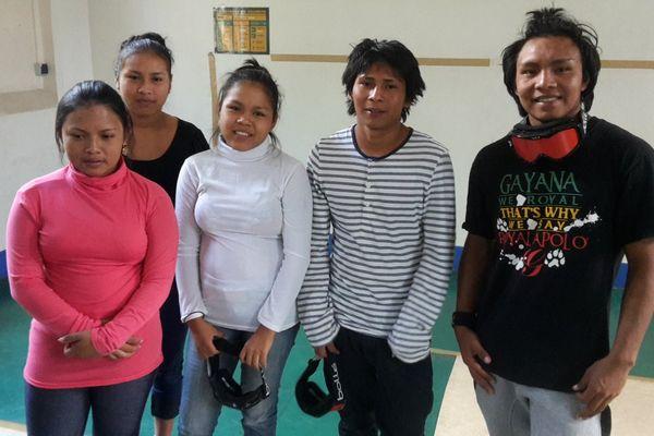 Les 5 jeunes Amérindiens à Paris