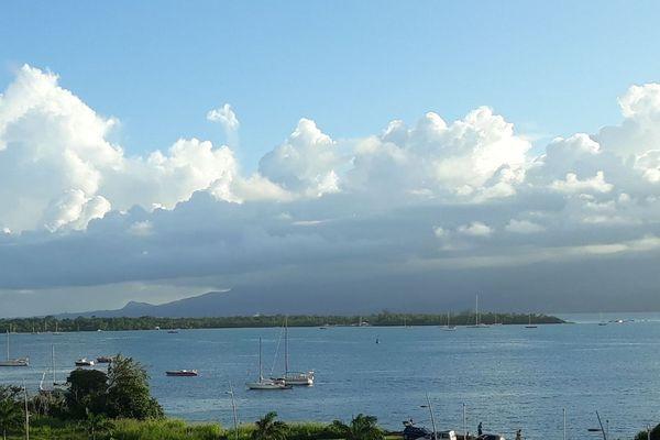 Guadeloupe : vue montagne et Mer
