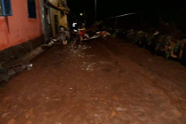 Les eaux ont envahi le village