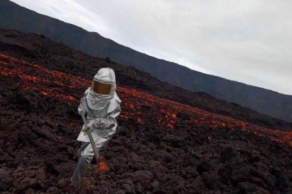 Première éruption du Piton de la Fournaise Avril 2021 prélèvement de lave